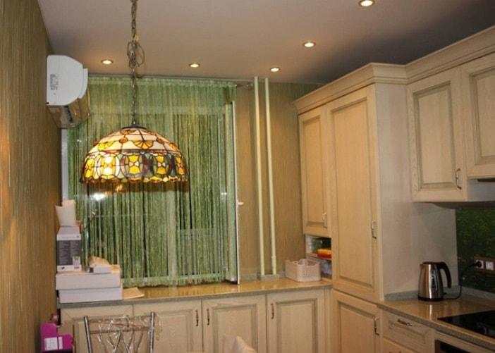 Дизайн кухни нитяными шторами