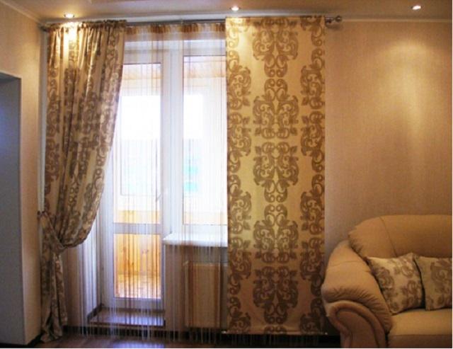 пример оформления тремя разноплановыми шторами