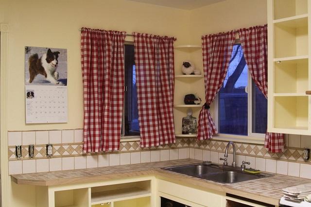 короткие кухонные шторы на кулисках