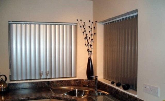 Алюминевые вертикальные жалюзи для кухни в стиле хай-тек