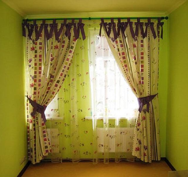 завязки и подхваты, сшитые из контрастной к шторам ткани