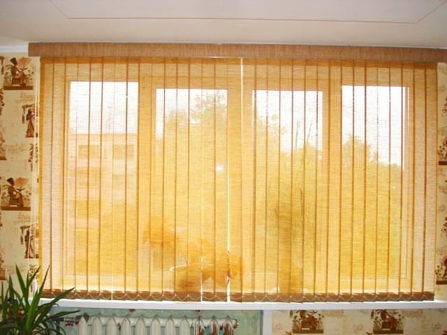 Вертикальные ламели для кухни зрительно добавят пространства