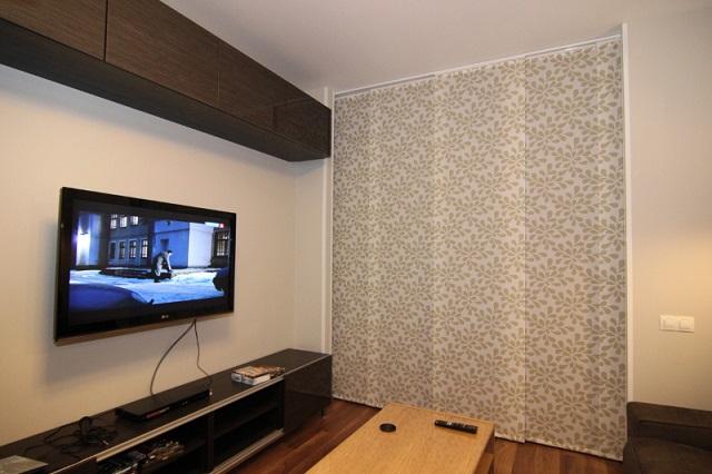 Японские шторы в интерьере маленькой комнаты
