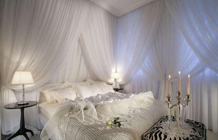 белая вуаль в спальне