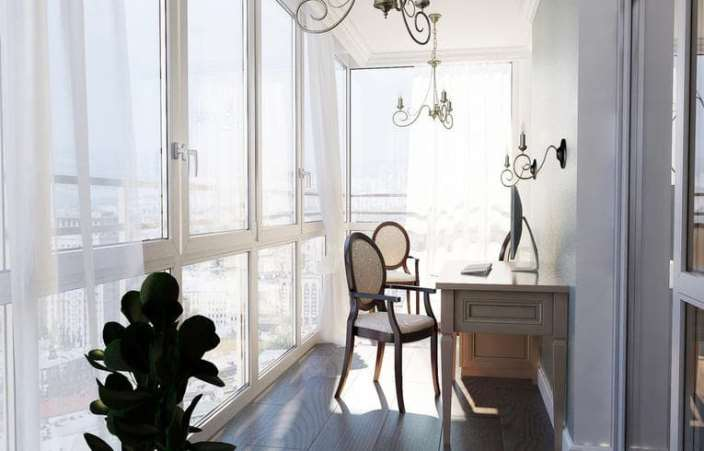 белые гардины из органзы на балконе