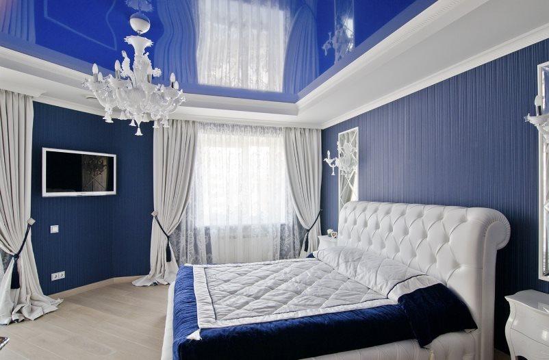 белые шторы в интерьере большой спальни