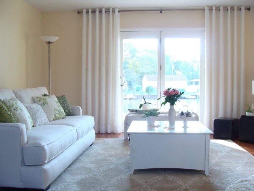 Белые шторы и светлые занавески в интерьере с фотографиями