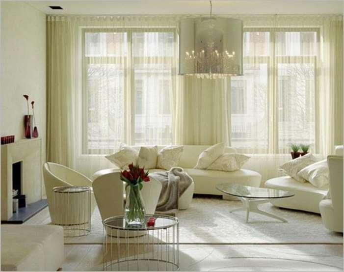 молочные шторы в интерьере гостиной
