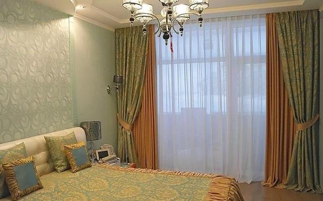 комбинирование штор разных цветов для спальни