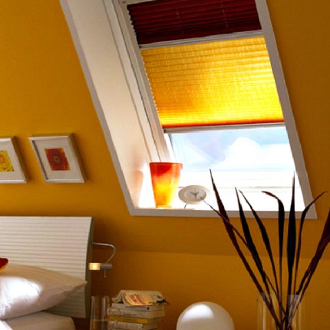 шторы плиссе двух цветов для маленького окна