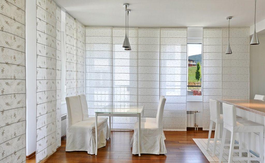 как выбрать карниз к японским шторам в квартиру