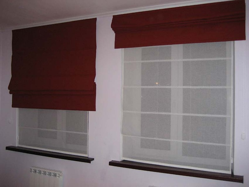 Двойная римская штора из ткани блэкаут и органзы