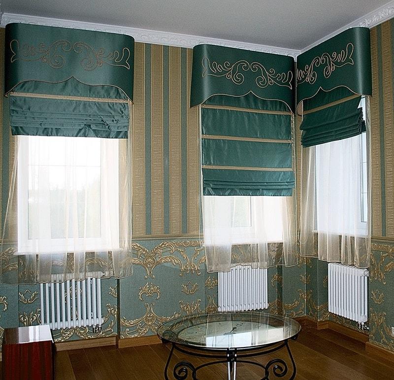 Grecheskie-shtory-s-gardinami-i-lambrekenami Римские шторы – как устроены римские занавески и их разновидности