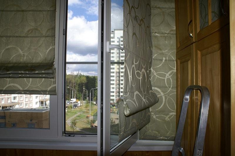 Римские шторы на каждую створку окна