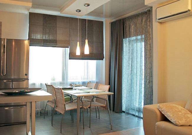 Римские шторы в кухне в сочетание с другими шторами