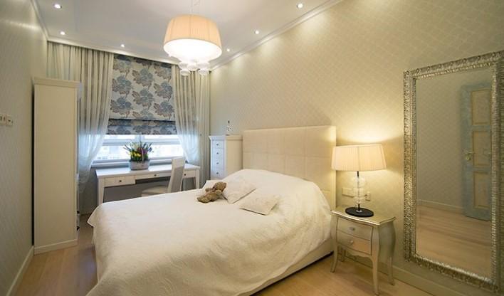 Римские шторы в спальню белого цвета