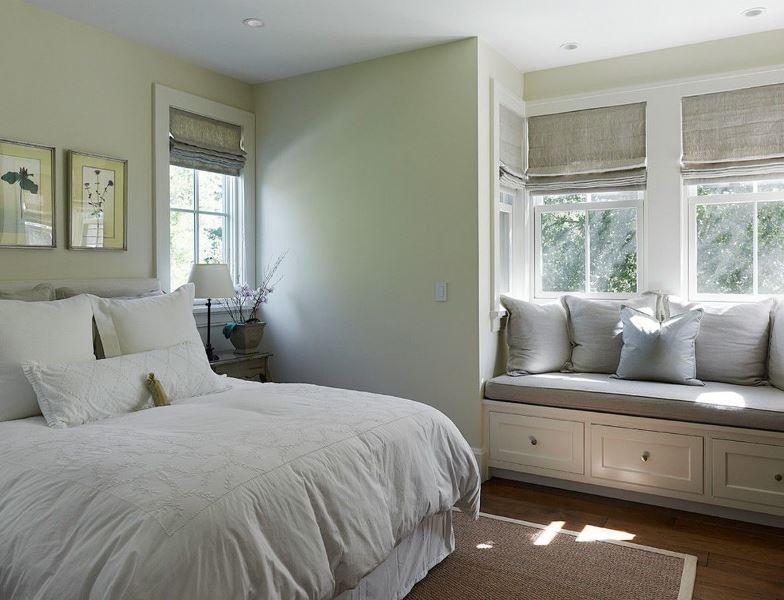 Скандинавский стиль спальни с льняными римскими шторами