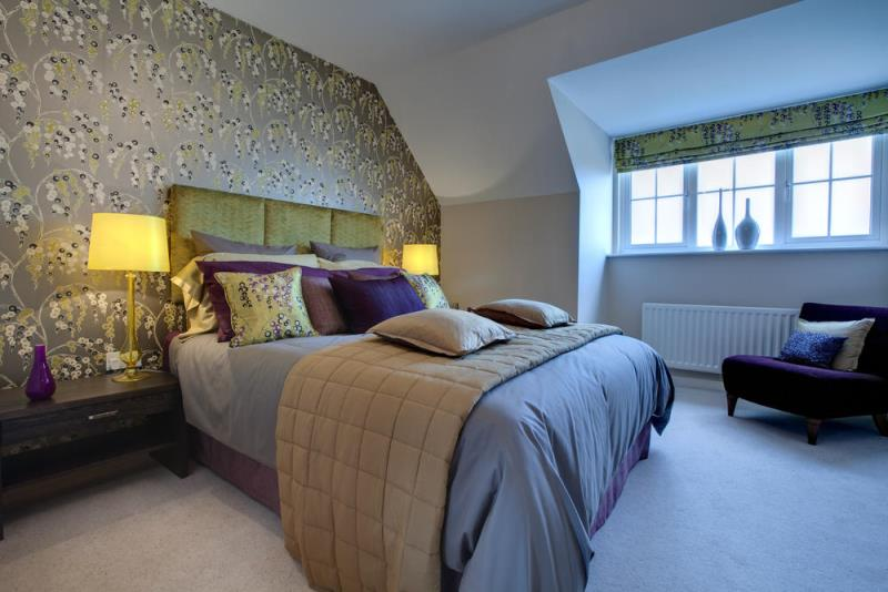 Текстильные римские шторы в спальне