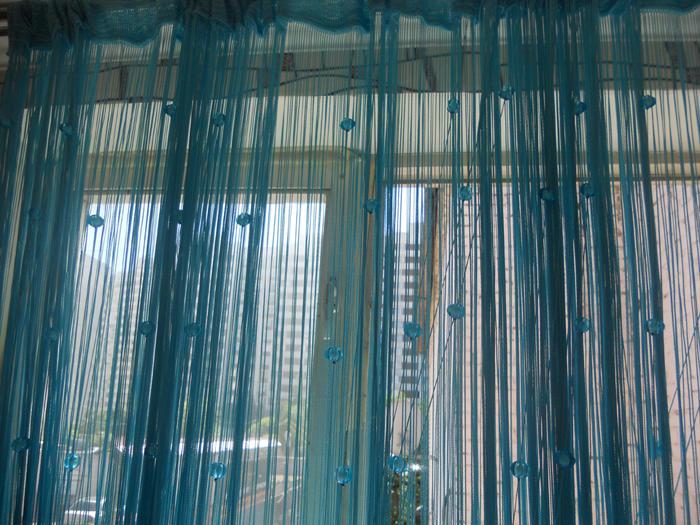 Распутанные нитяные шторы