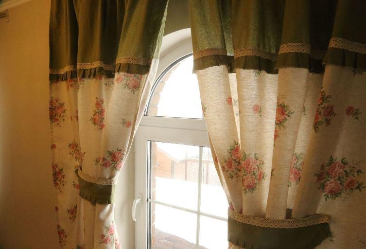Кантри шторы из льна с искусственными нитями