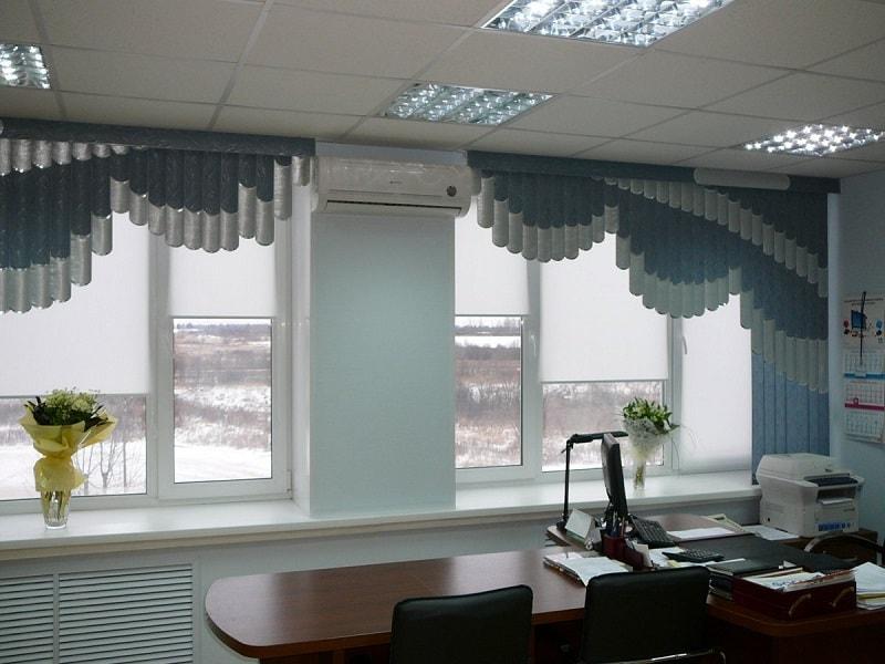 Мультифактурные жалюзи в офисном помещении