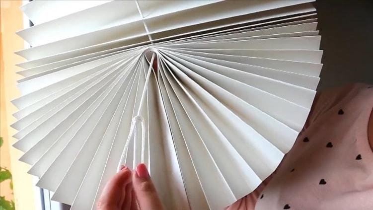 Петелька для фиксации на шторах из обоев