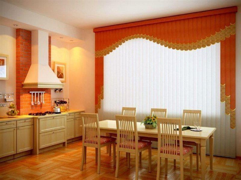 Вертикальные и мультифактурные с орнаментом жалюзи в интерьере столовой