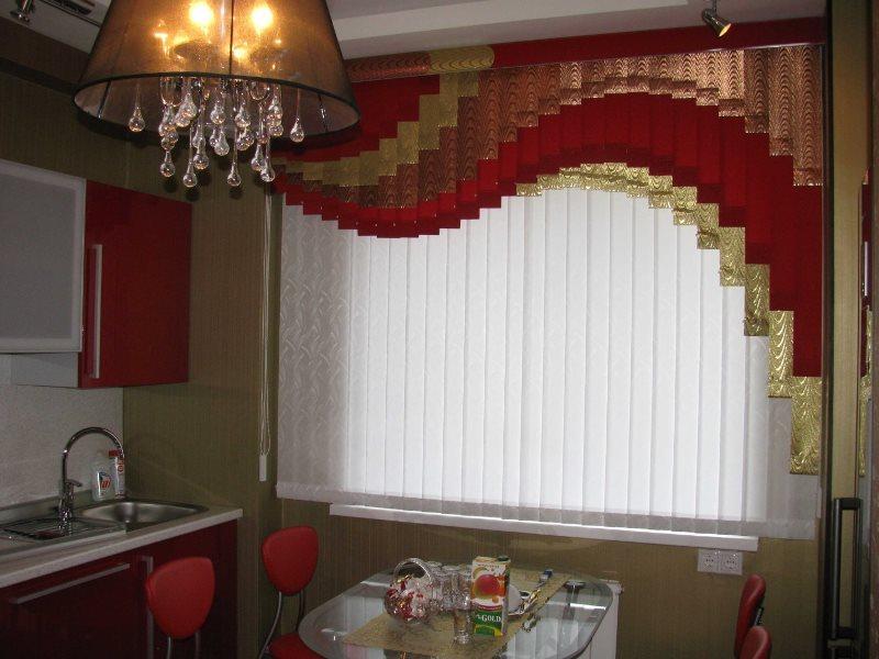 Вертикальные и мультифактурные жалюзи в интерьере кухни