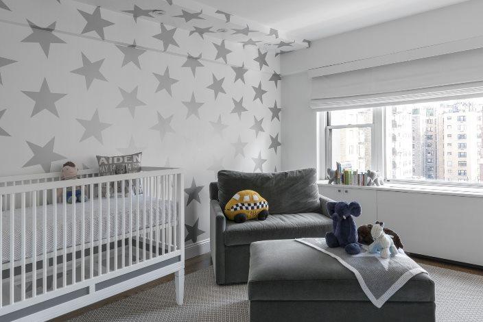 серые шторы в малышевой комнате