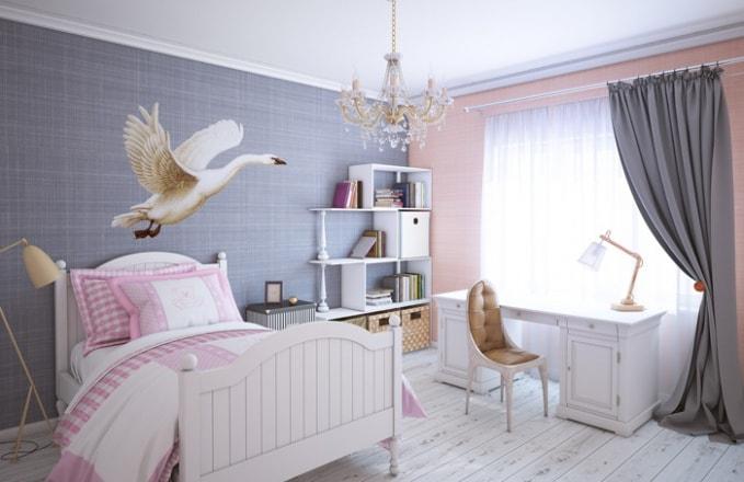 серые шторы и белая мебель