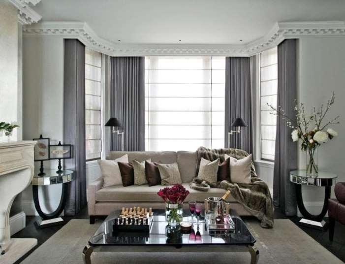 серые шторы в классической гостиной