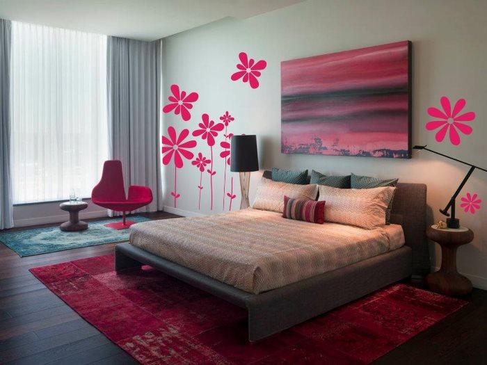 серые шторы в розовой спальне