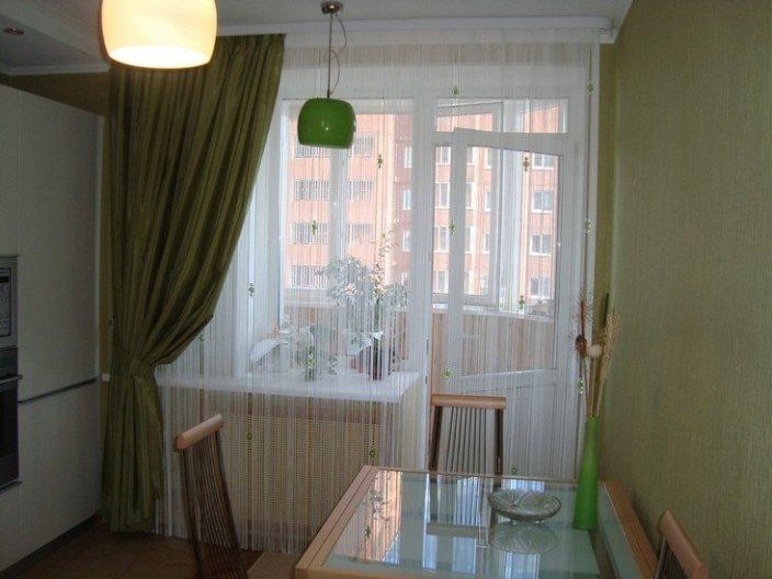 шторы лапша на кухню с балконной дверью