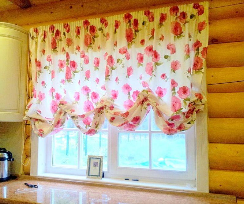 австрийские шторы из сатина на кухне