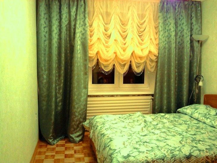 французские шторы в современной спальне