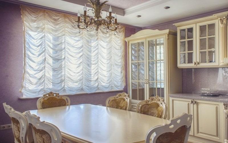 французские шторы на кухне в стиле барокко