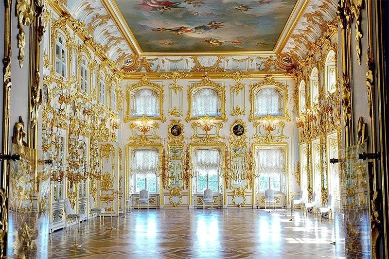 французские шторы в интерьере барокко