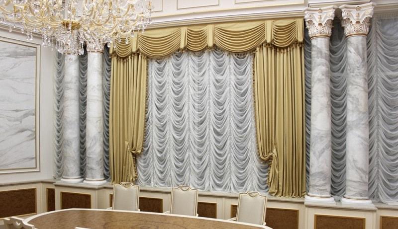 французские шторы в сочетании с портьерами