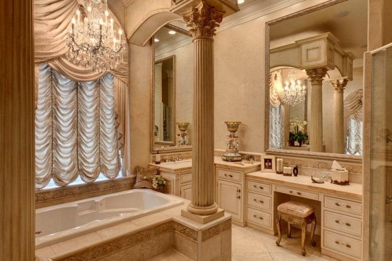 французские шторы в ванной комнате в стиле рококо