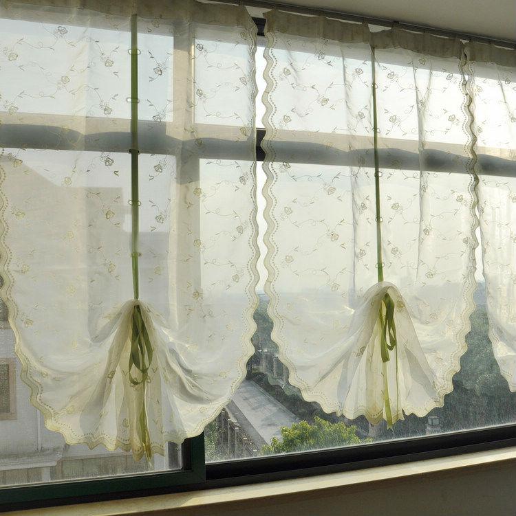 простенькие тюлевые занавески на балкон