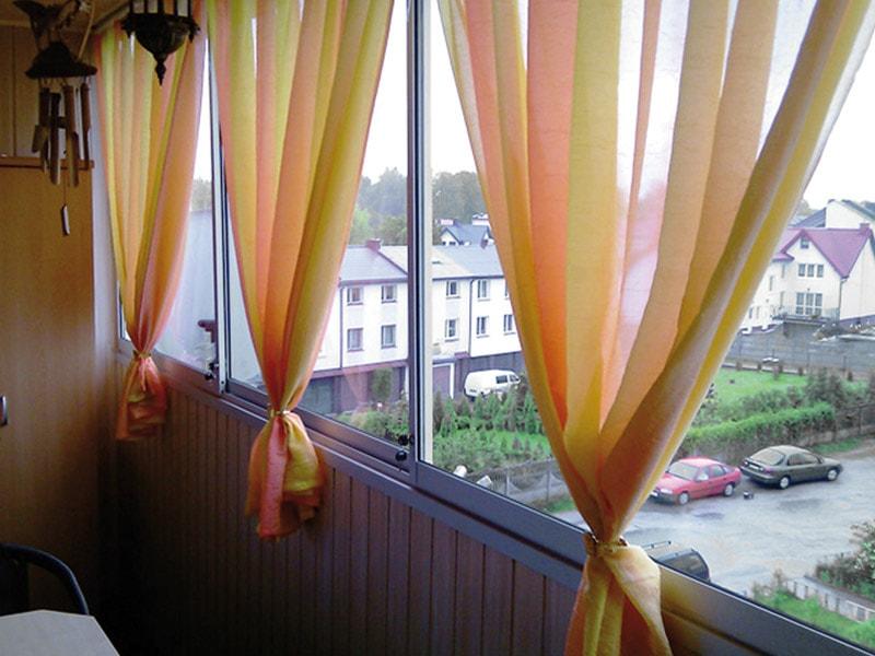 Тюль для балкона и лоджии: советы по выбору и креплению.