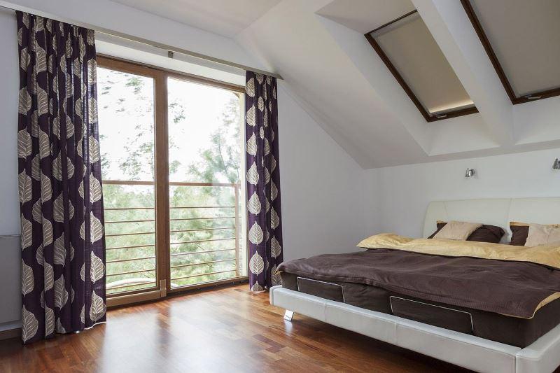роллерные шторы на мансардные окна в спальне