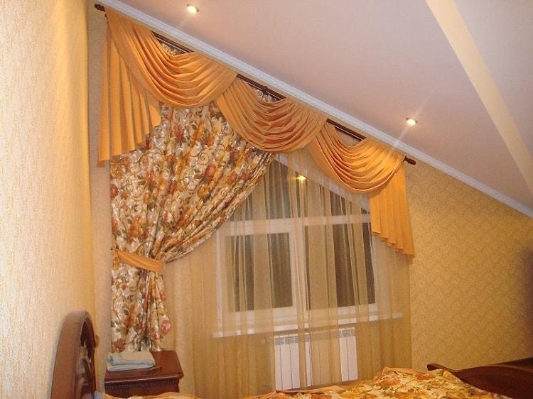 сатиновые шторы на мансардном окне