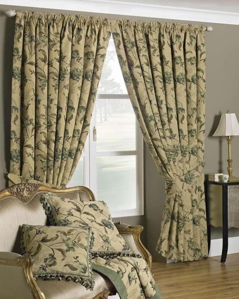 шторы из гобелена в интерьере с мебелью
