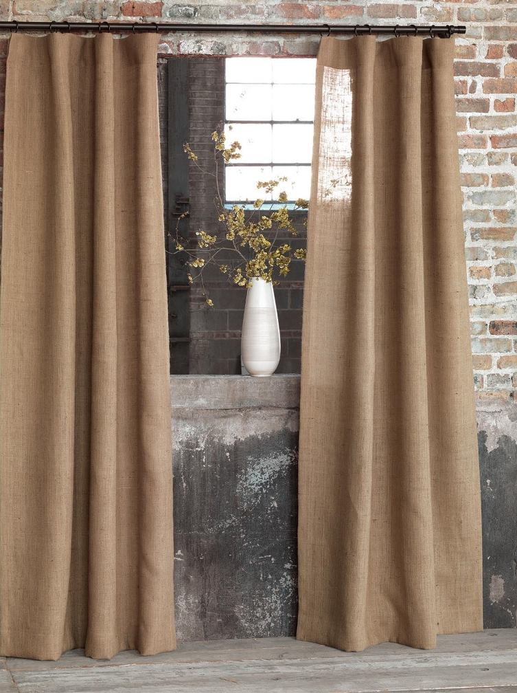 шторы из мешковины в деревенском стиле