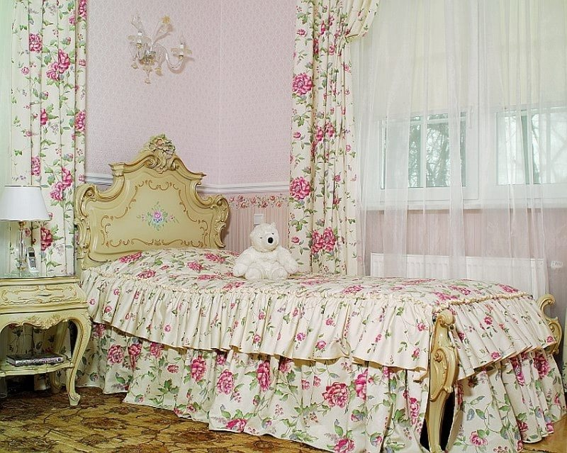 шторы из сатина в спальне девочки