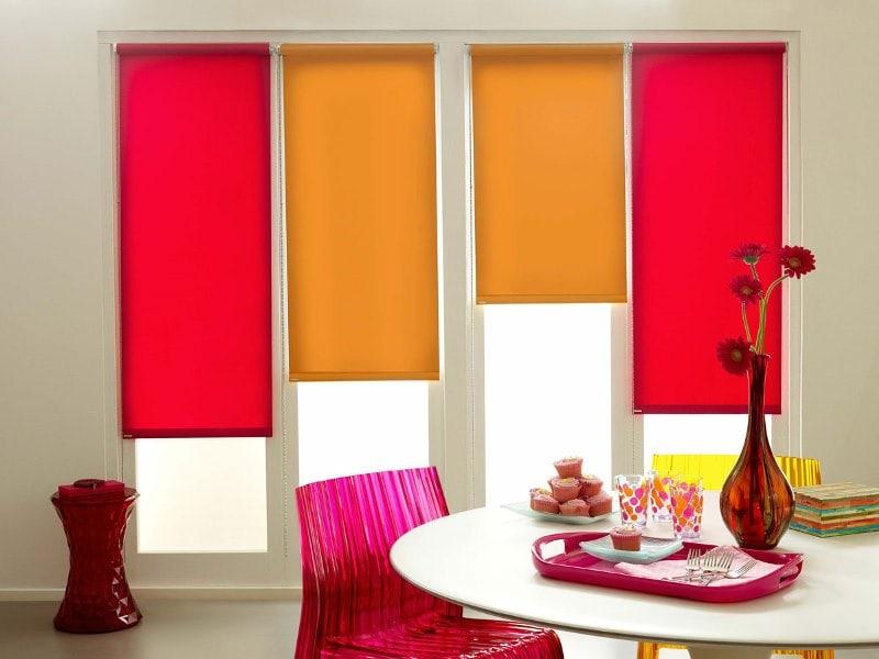сочетание однотонных рулонок двух цветов в одной комнате