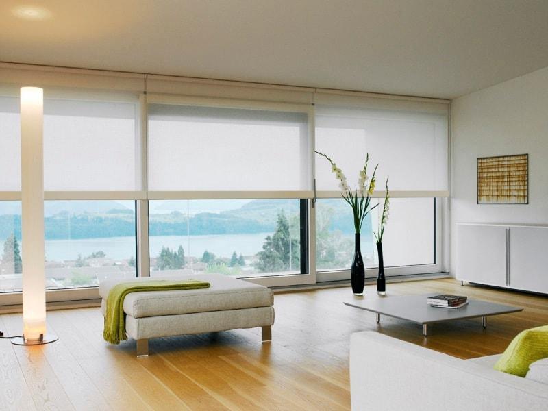 стандартные широкие рулонные жалюзи на панорамных окнах