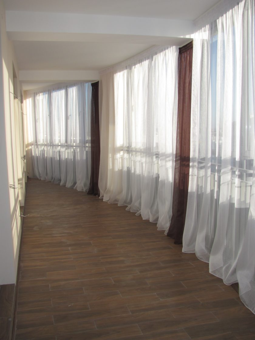 тюль на полукруглом балконе