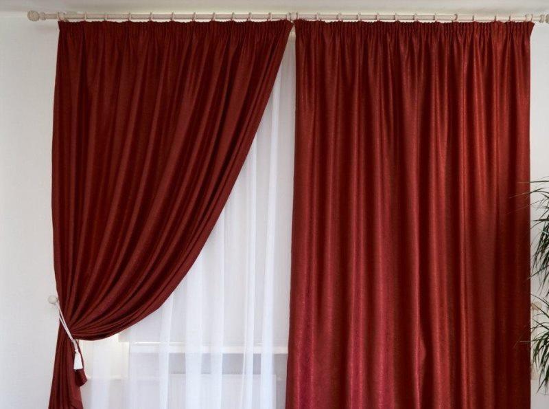 занавески красного цвета из софта